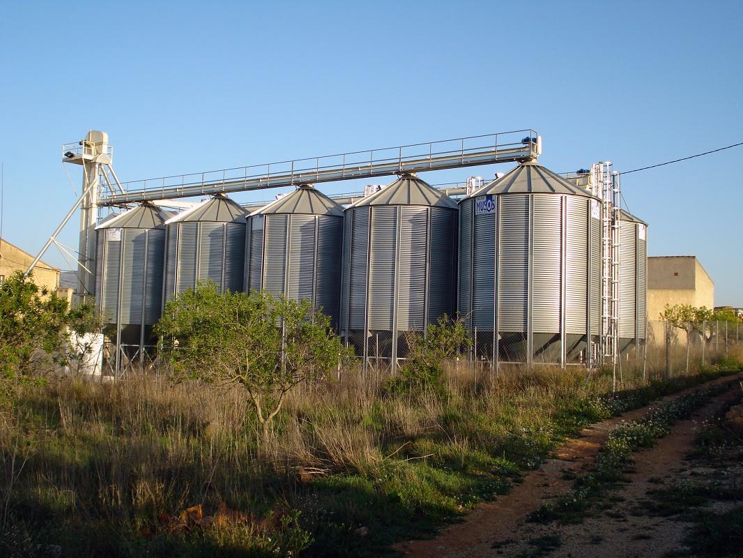 Foto de Instalaciones de almacenaje en silos elevados