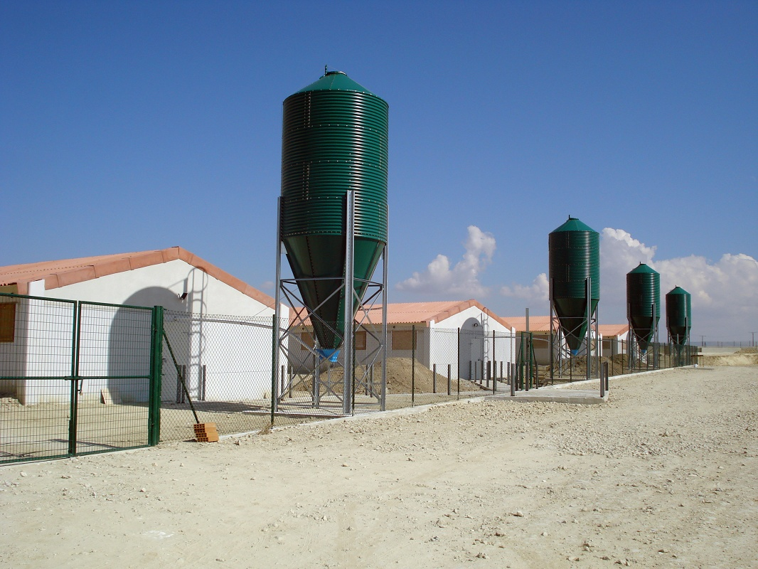 Foto de Silos para automatización en granja