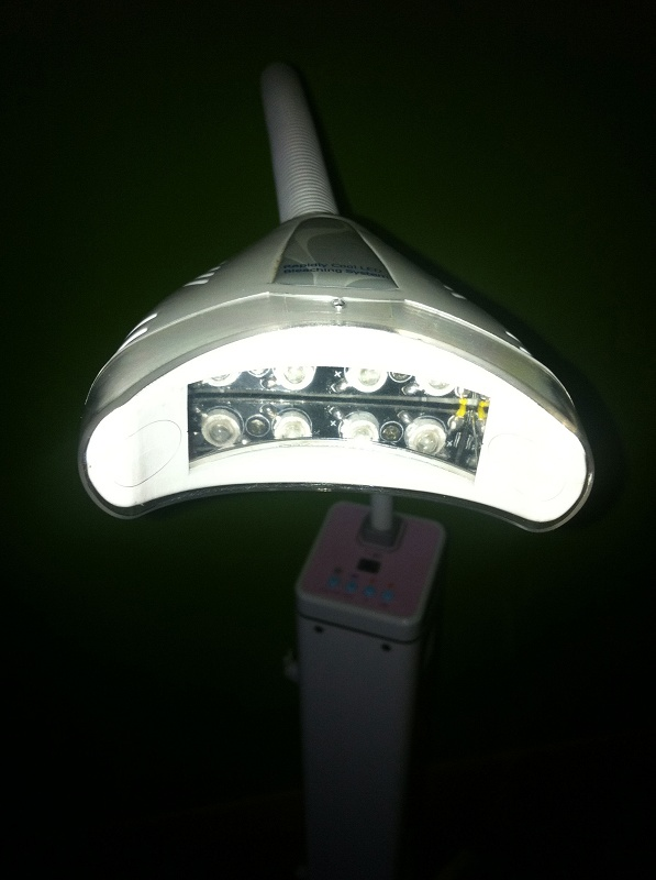 Foto de Unidad de blanqueamiento dental con LED