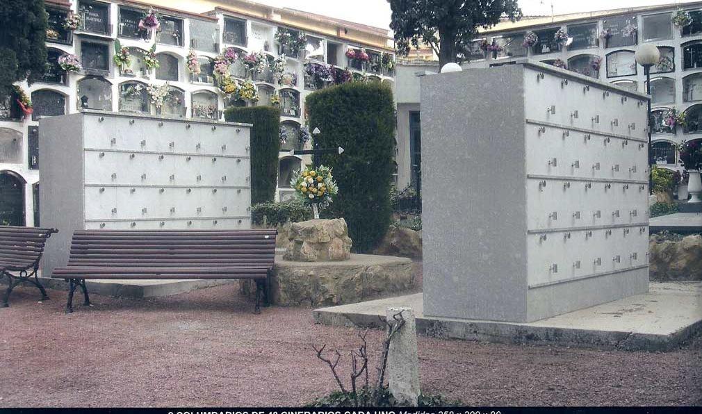 Foto de Dos columbarios de 48 cinerarios cada uno