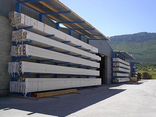 Foto de Estanterías para madera y viga laminada