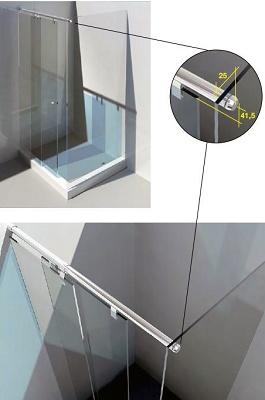 Foto de Mamparas correderas entre pared y fijo de vidrio