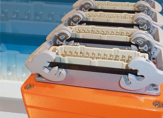 Foto de Cajas de conexión y conectores eléctricos