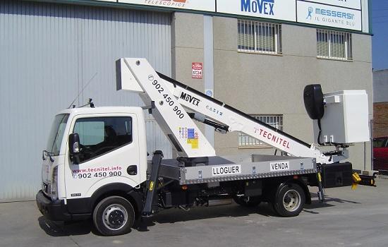 Foto de Plataforma sobre camión cesta