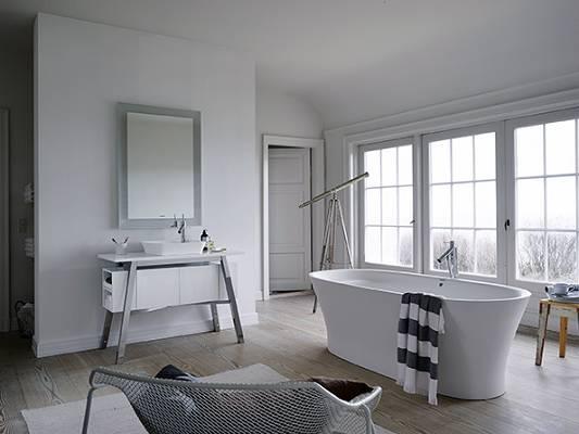 Foto de Bowls, bañeras y muebles de baño