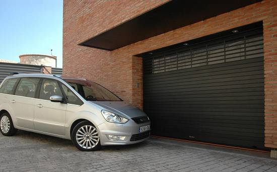 Foto de Persianas enrollables para garajes y parkings