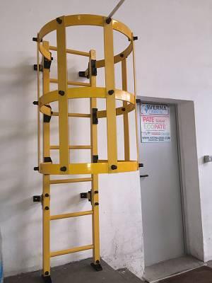 Foto de Escalera de gato en fibra de vidrio - GRP
