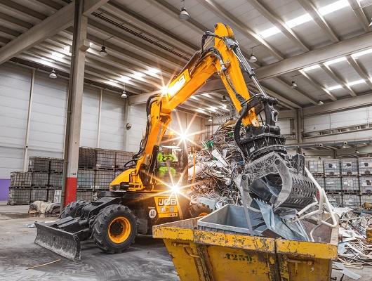 Foto de Máquina de excavación, elevación, carga y portaimplementos