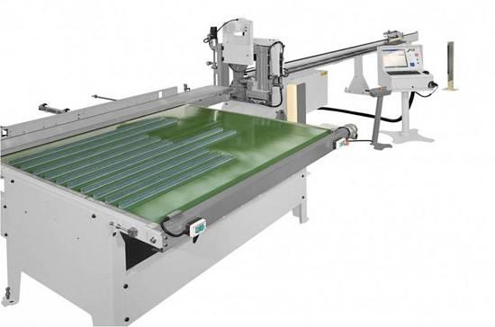 Foto de Cortadora automática con control numérico CNC