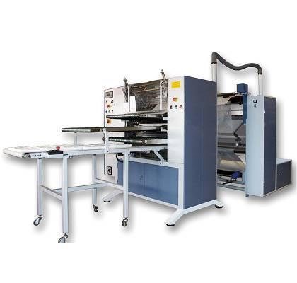 Foto de Máquina cortadora y dobladora para la producción de compresas de grandes dimensiones