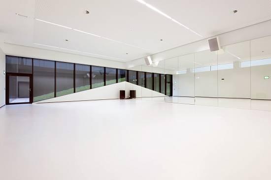 Foto de Sistema universal de pavimentos continuos, confortables y decorativos