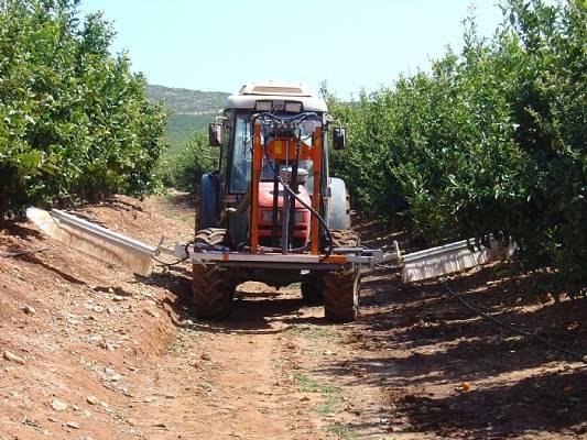 Foto de Barras herbicidas hidráulicas interfilas