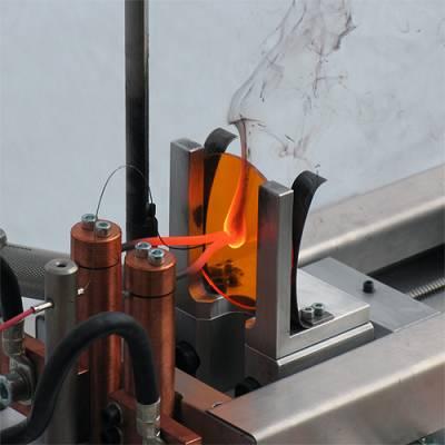 Foto de Sistema de ensayo semiautomático para ensayos de hilo incandescente