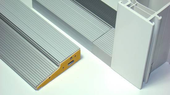 Foto de Sistema de solera para puertas de PVC