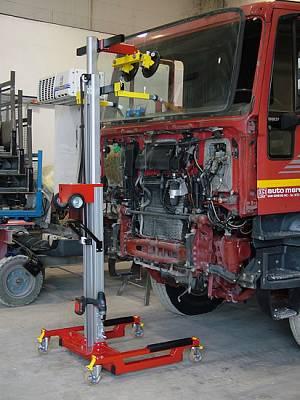 Foto de Elevadores para instalación de lunas en camiones y furgonetas