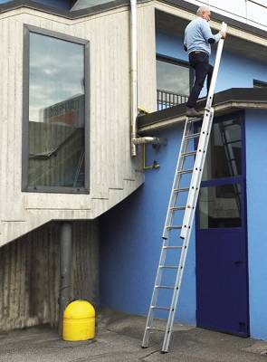 Escaleras de aluminio extensible svelt sfilo ferreter a for Precio de escalera extensible de aluminio
