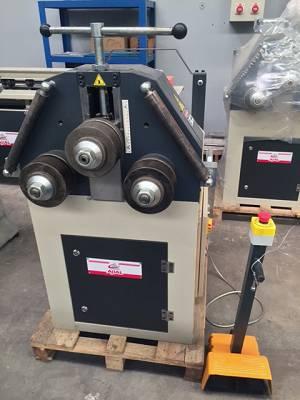 Foto de Curvadora motorizada de perfiles y tubos