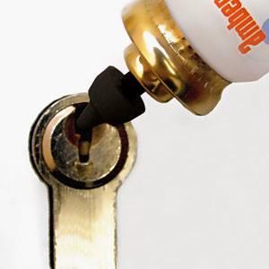 Foto de Lubricantes para cerraduras, candados y bisagras
