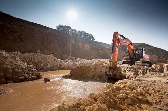 Foto de Excavadoras de orugas grandes