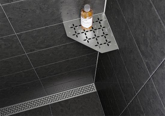 Foto de Estantes elegantes para duchas de obra