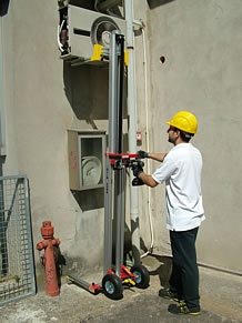 Foto de Elevadores para instalación de aparatos de A/A, vigas, toldos, etcétera