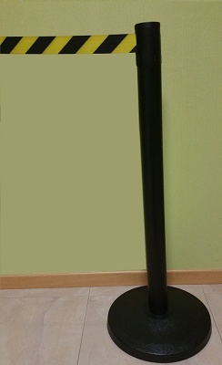 Foto de Poste guiado peatonal metálico negro