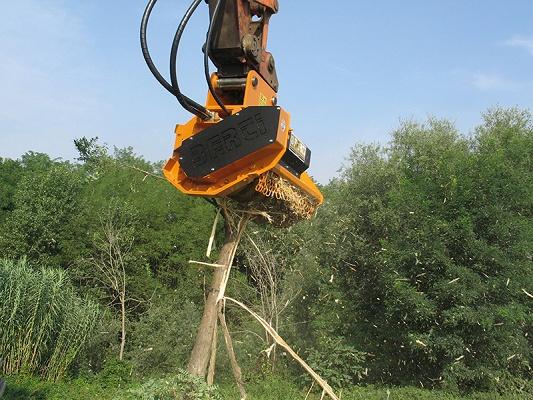 Foto de Cabezales trituradores forestales hidráulicos