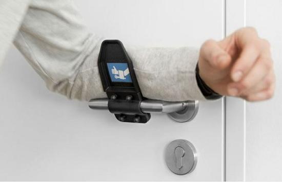 Foto de Accesorio para abrir las manillas de las puertas sin contacto