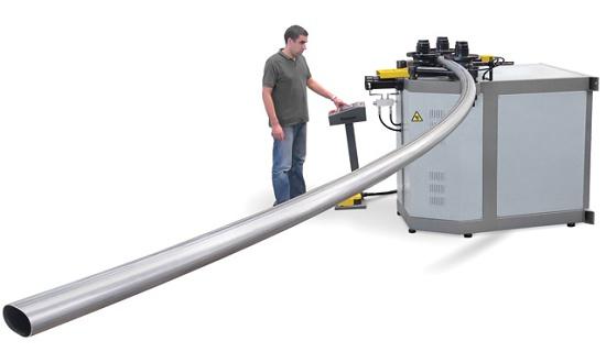 Foto de Máquina curvadora de rodillos CNC