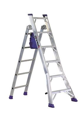 Foto de Escalera de aluminio transformable para trabajar en tijera o apoyo