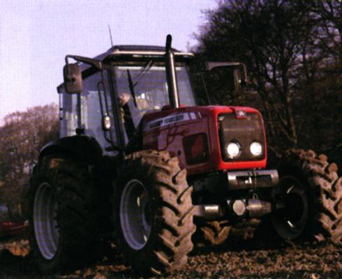 Foto de Tractor robusto y versátil