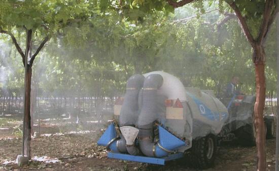 Foto de Nebulizador de viñas y árboles de cultivo intensivo