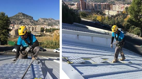 Foto de Escalera de trabajo para tejados en aluminio, flexible y plegable