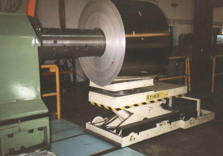 Foto de Mesas elevadoras para carga y descarga de bobinas