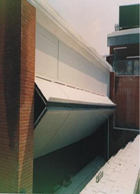 Foto de Puerta basculante articulada industrial