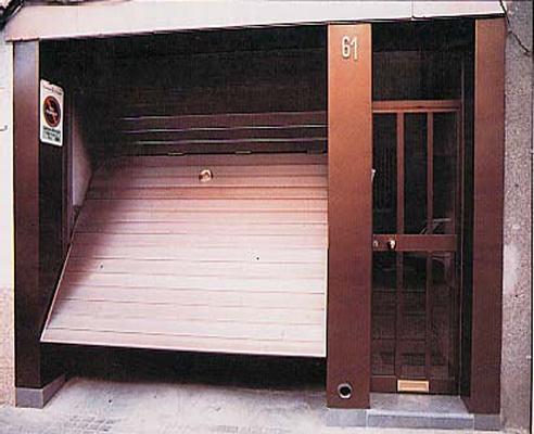 Foto de Puerta basculante articulada