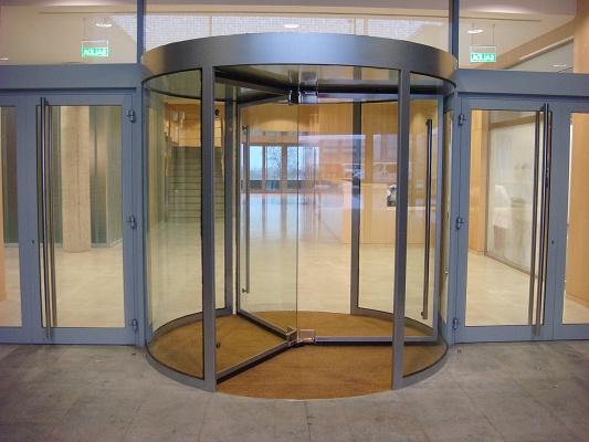 Puerta giratoria gs eko madera puerta giratoria for Puerta giratoria