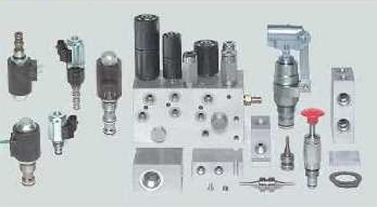 Foto de Válvulas, bloques y elementos electrónicos