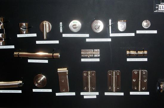 Foto de Bisagras y accesorios