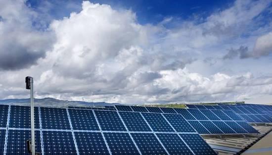 Foto de Instalación de paneles solares sobre cubierta