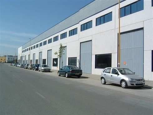 Fotografía de Nave venta con amplias oficinas acondicionadas sevilla
