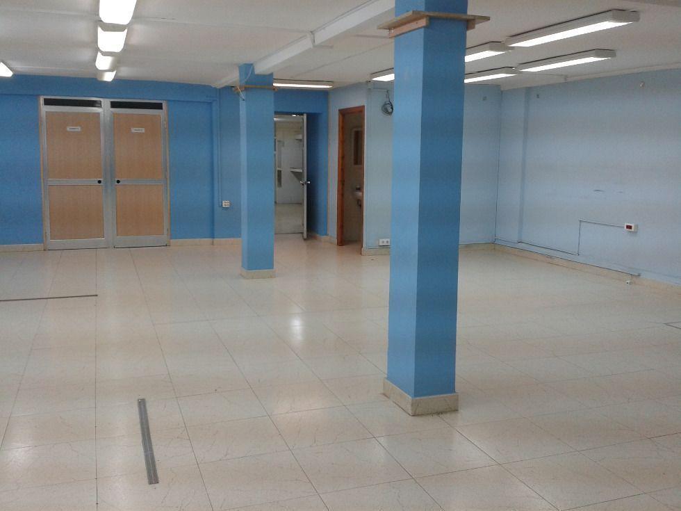 Fotografía de Nave con dos plantas de oficinas