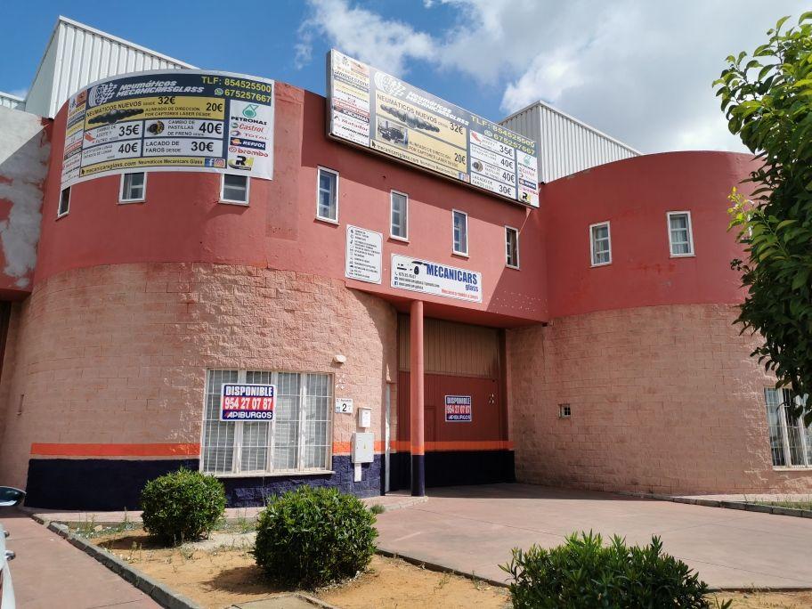 Fotografía de nave fachada USO COMERCIAL O ALMACENAJE