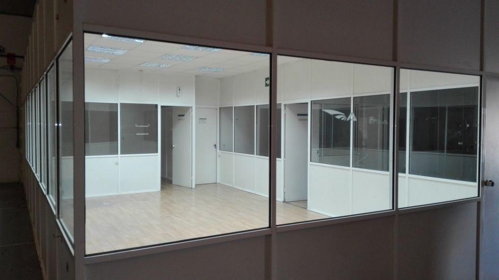 Fotografía de Nave diafana con oficinas