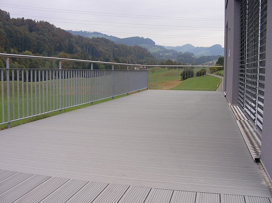 Perfiles para terrazas werzalit terraza bz madera for Nivelar suelo terraza sin obra