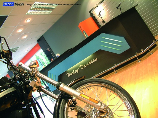 "Foto de ""Trespa Virtuon en salas de exposición de Harley Davidson"""