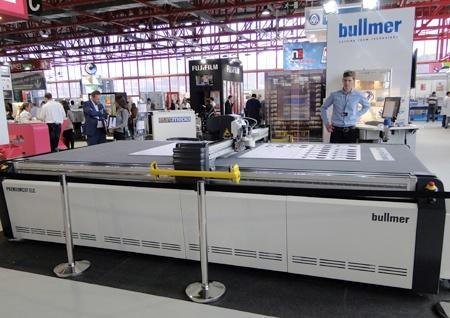 Mesas de corte bullmer industria gr fica mesas de corte for Plotter de mesa