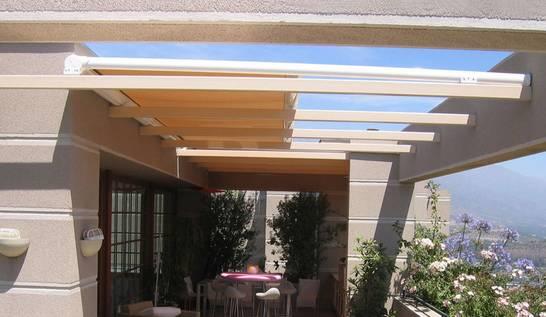 Toldos para barandillas y techos de cristal para for Rieles techo para toldos