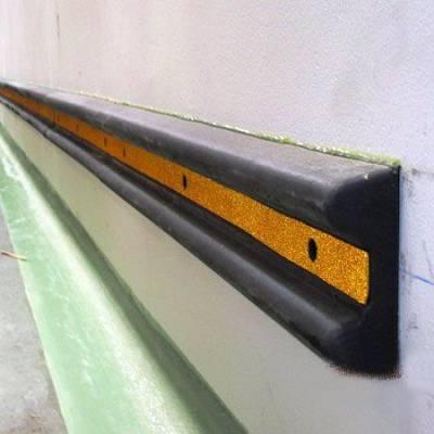 Foto de Protectores para parking y muelles de carga