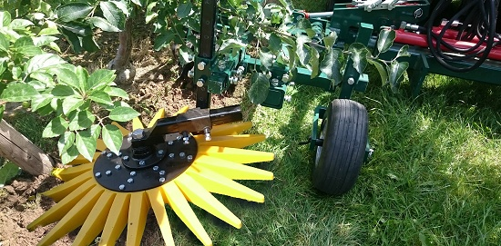 Foto de Escardador de dedos para viñedos y árboles frutales.